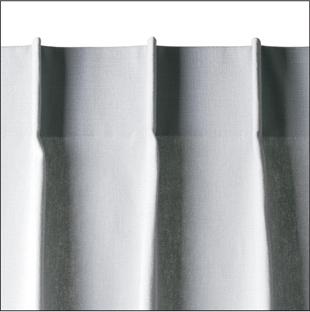 bij toepassing van een enkele plooi hangt het gordijn met een minimale plooivorming voor het raam